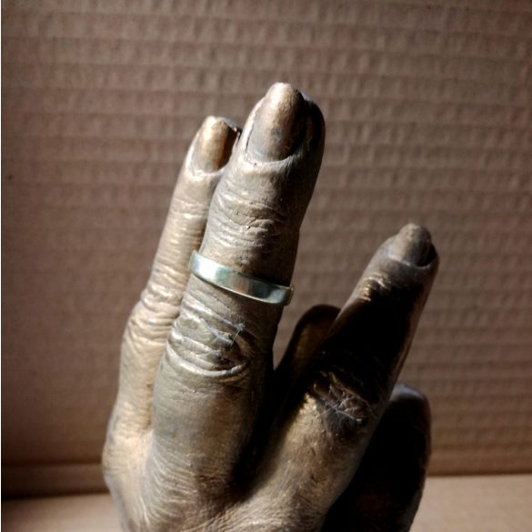 Gyűrű tartó szobor készítő